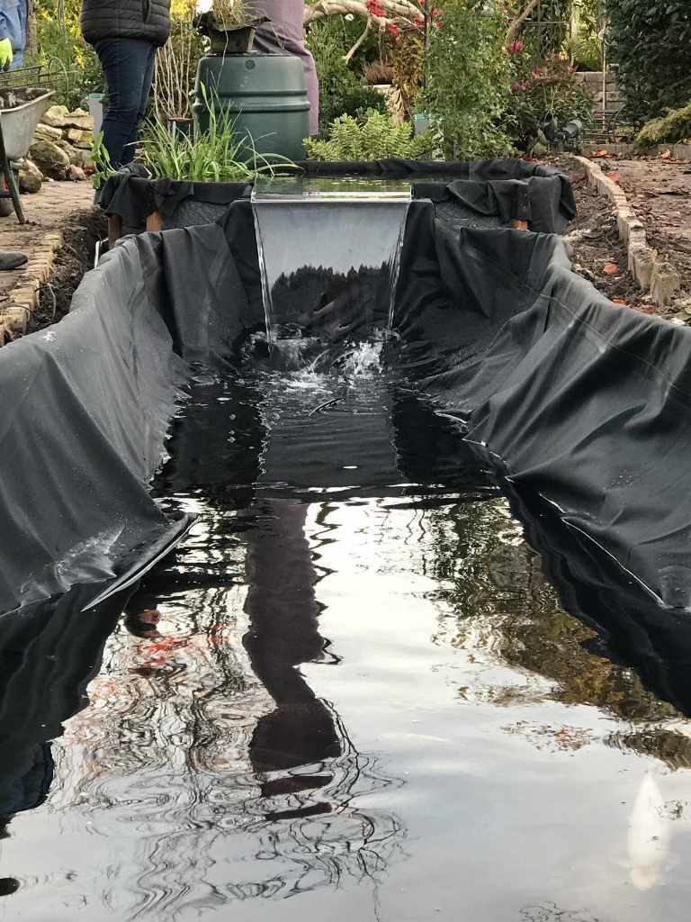 Vijvers zelf vijver aanleggen vijverfolie verloop for Folie vijver